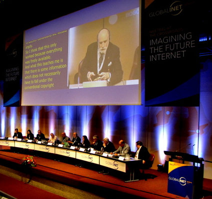 Vint Cerf in einer Diskussion auf der INET 2012